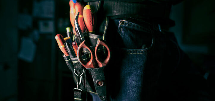 electrician-carrying-tools-for-commercial-service